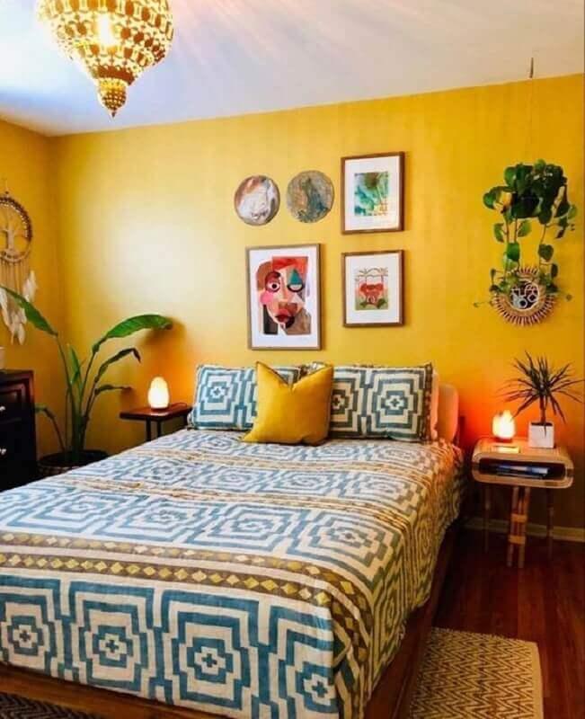 decoração simples com quadros decorativos para quarto feminino amarelo Foto Pinterest