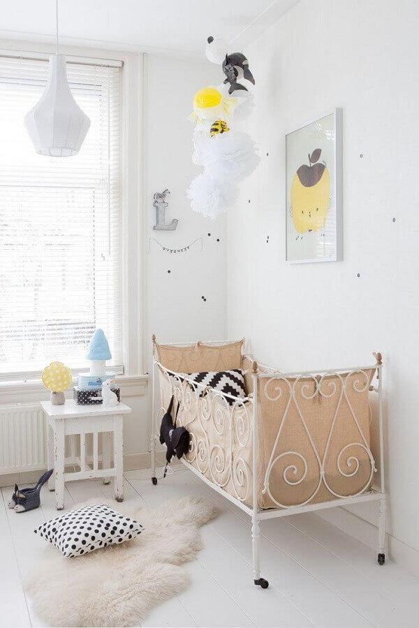 decoração simples com quadros para quarto de bebê feminino branco Foto Pinterest