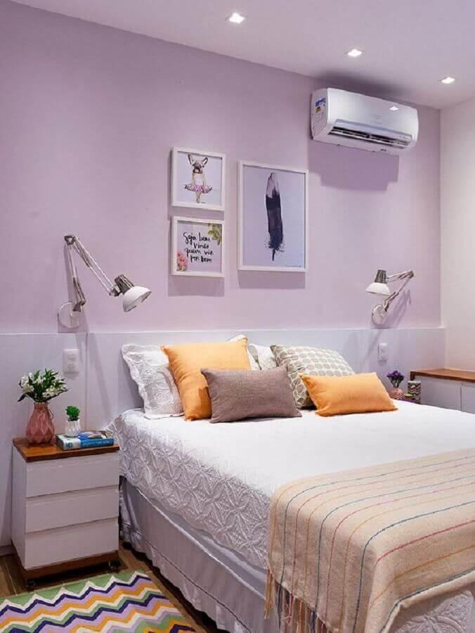 decoração simples com quadros para quarto feminino lilás e branco  Foto Casa de Valentina
