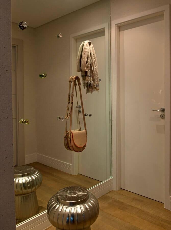 decoração simples para hall de entrada com espelho de parede Foto Pinterest