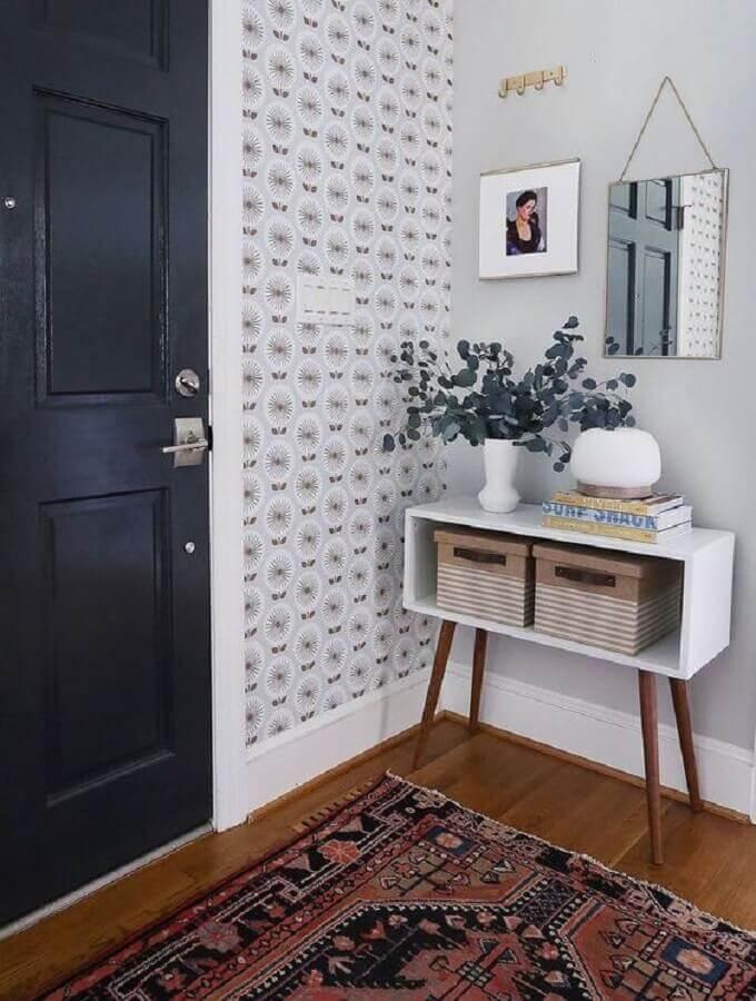 decoração simples para hall de entrada com espelho pequeno e aparador retrô Foto Pinterest
