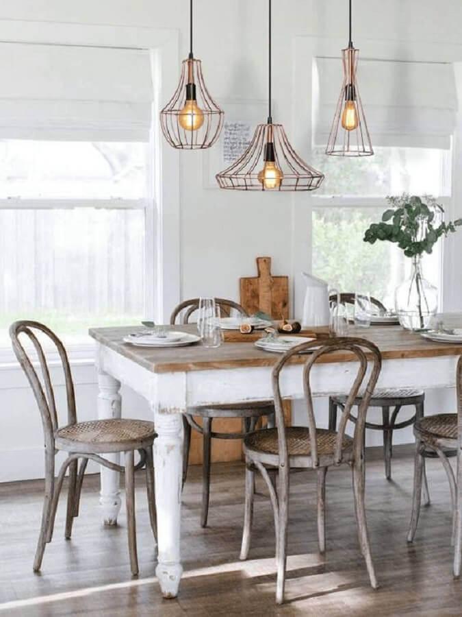 decoração simples para sala de jantar com lustre pendente cobre aramado Foto Pinterest