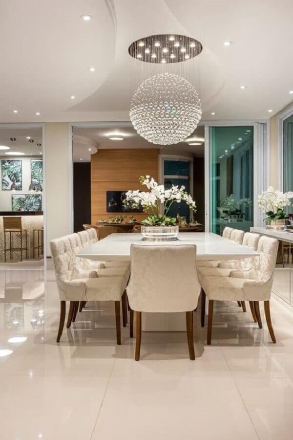 decoração sofisticada para sala de jantar com lustre pendente cristal redondo grande Foto Homify