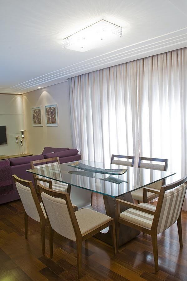 Decoração para sala de jantar com mesa de vidro