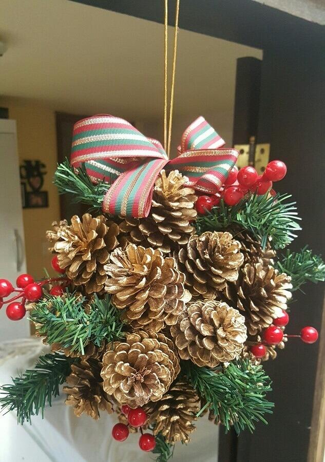 enfeite de Natal com pinha Foto Pinterest