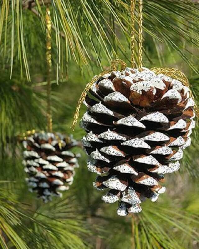 enfeites com pinha de Natal para árvore  Foto Pinterest