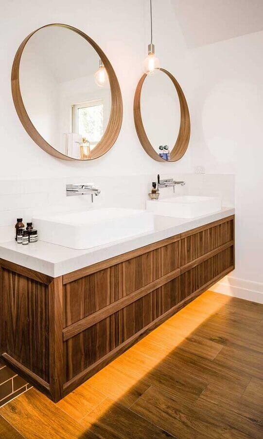 espelho de parede redondo para decoração de banheiro com gabinete suspenso de madeira  Foto Houzz