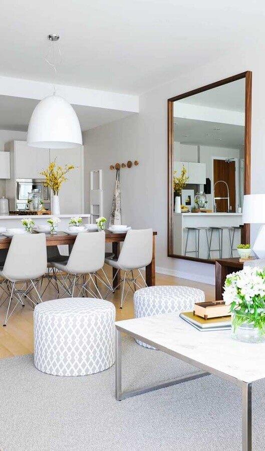 espelho grande de parede para decoração de sala de estar e jantar integradas Foto Pinterest