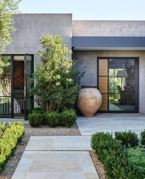 Fachada de casa com jardim moderno