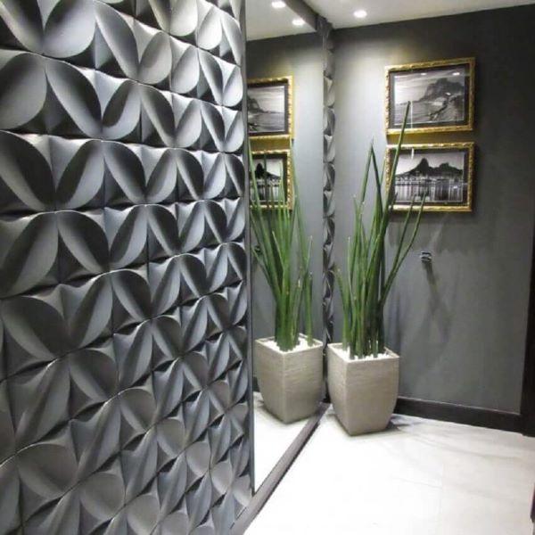 Revestimento 3D para sala com parede espelhada na entrada