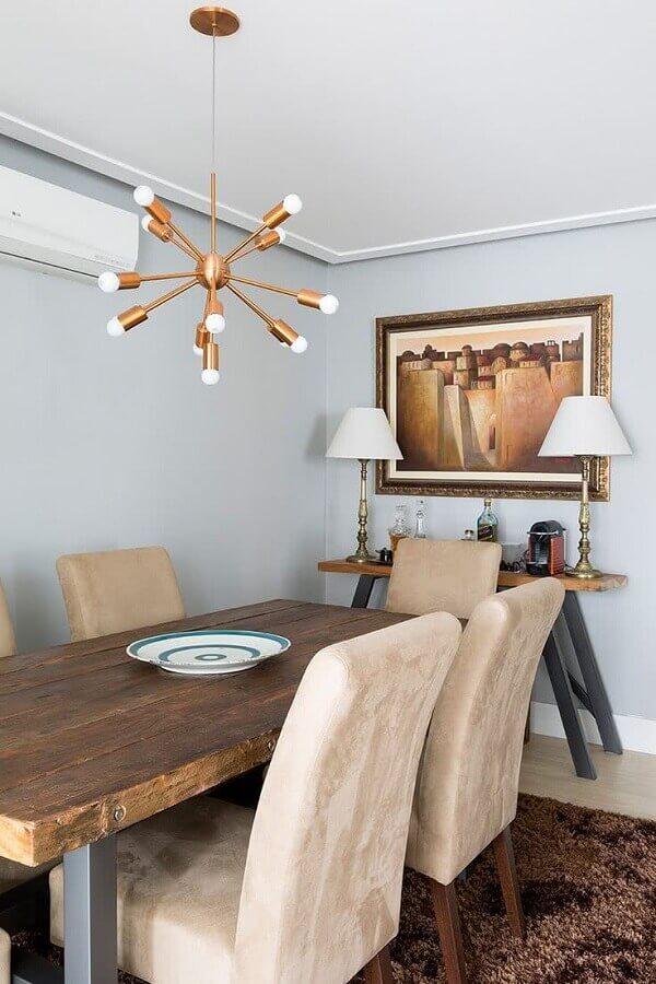lustre pendente cobre moderno para sala de jantar com mesa rústica de madeira Foto Casa de Valentina