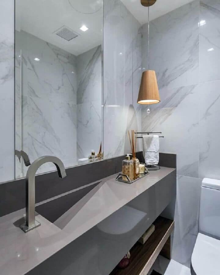 lustre pendente madeira para decoração de banheiro cinza moderno Foto Simples Decoração