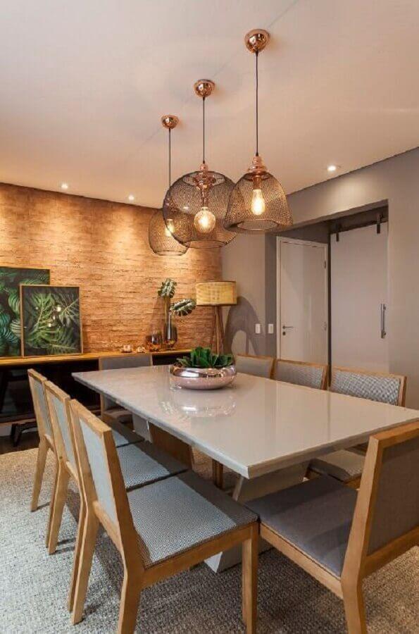 Lustre pendente moderno para sala de jantar decorada com parede rústica Foto Home Fashion Trend