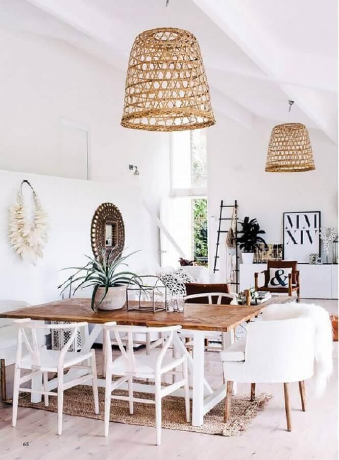 lustre pendente rústico para decoração de sala de jantar branca Foto MyDomaine