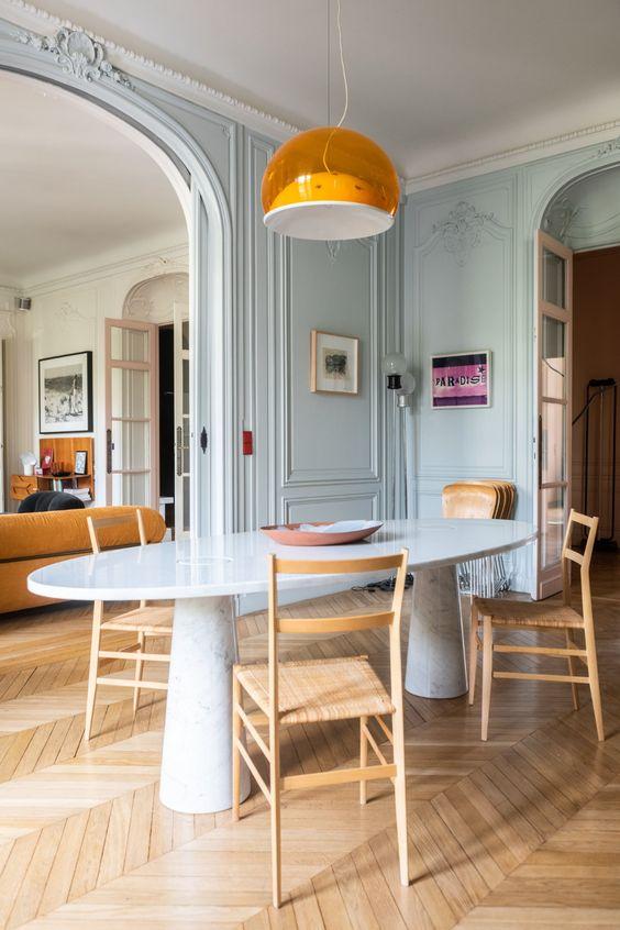 Mesa de jantar oval branca