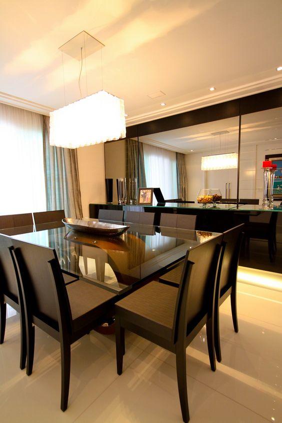 mesa de jantar preta de vidro é super clássica