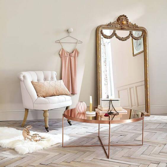 Mesa espelhada de centro no closet