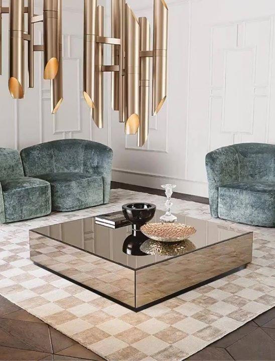 Mesa espelhada com poltrona azul