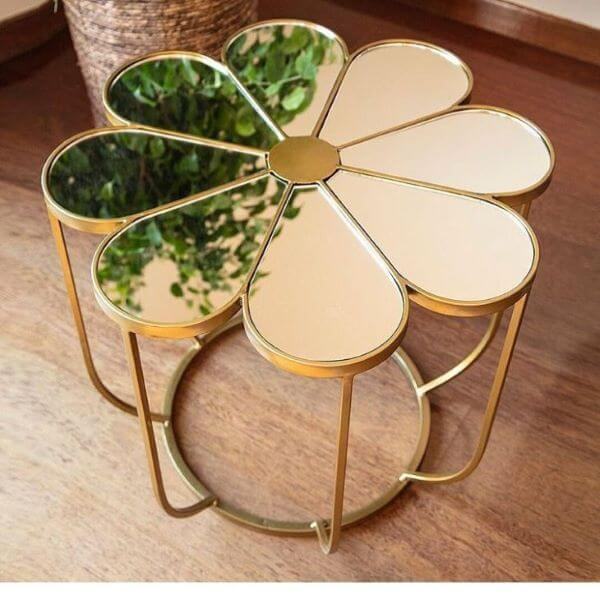 Mesa espelhada em formato de flor