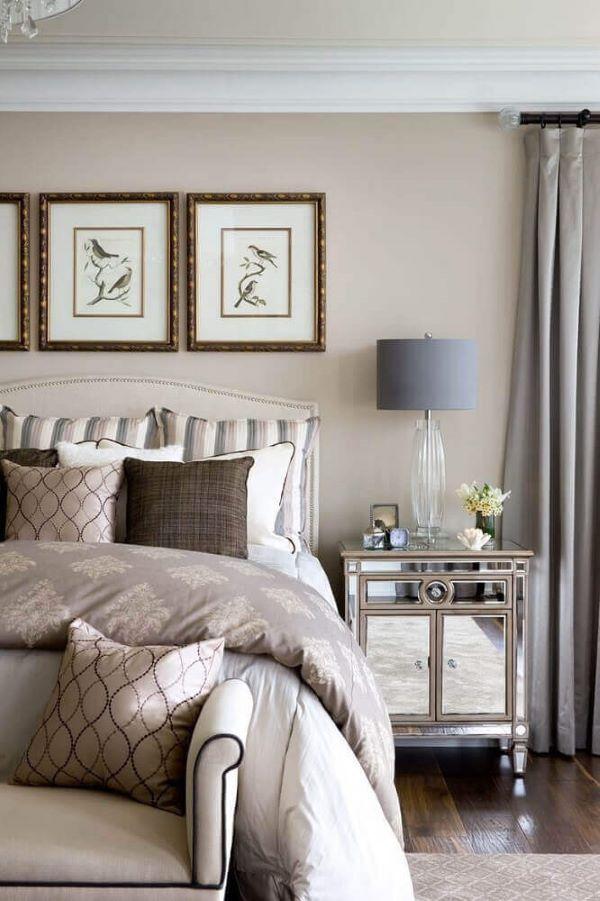 Mesa espelhada para quarto de casal