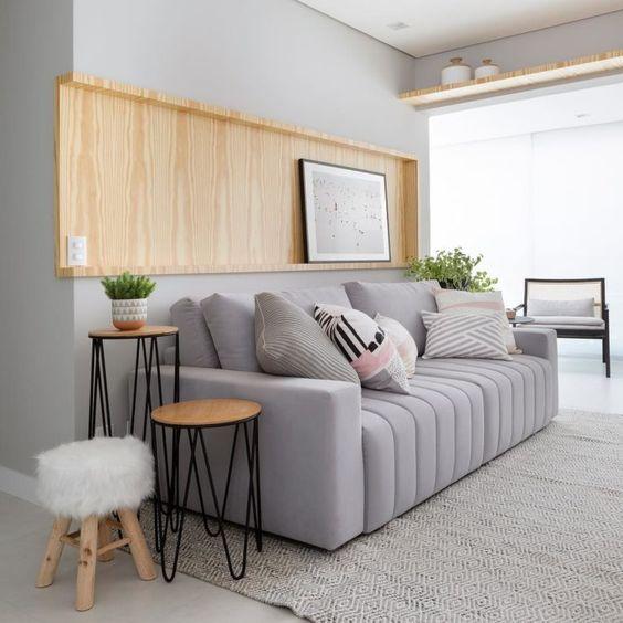 Mesa lateral alta de ferro e madeira