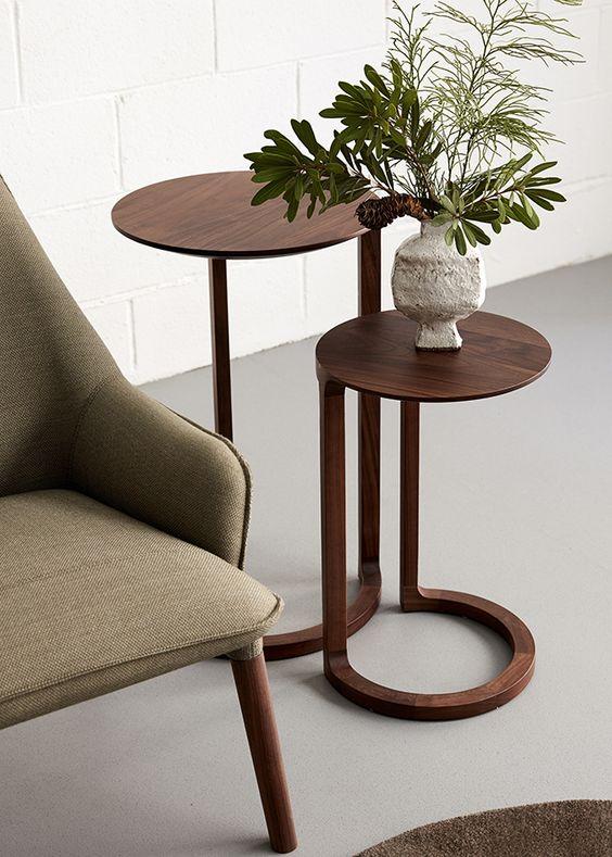 Mesa lateral alta redonda madeira