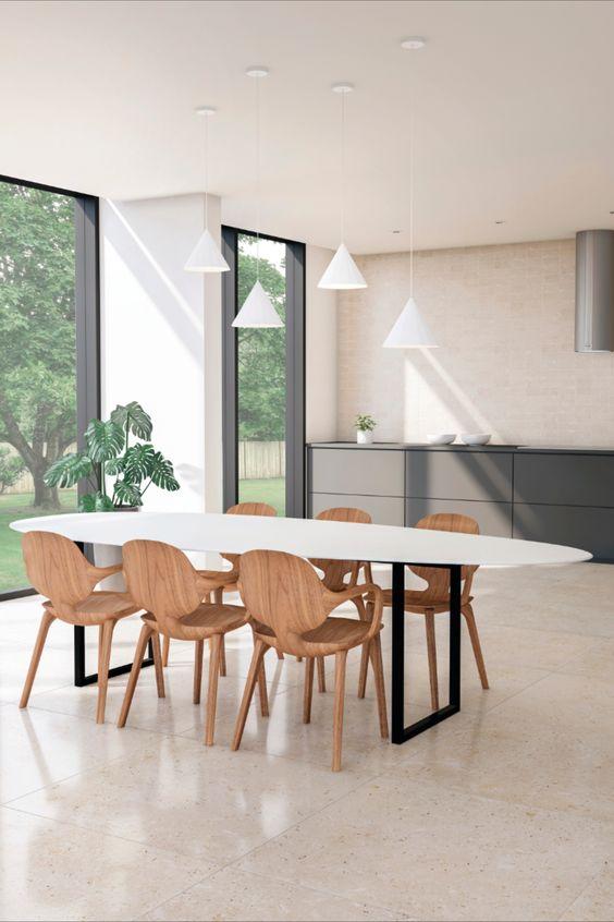 Mesa oval 6 lugares de madeira