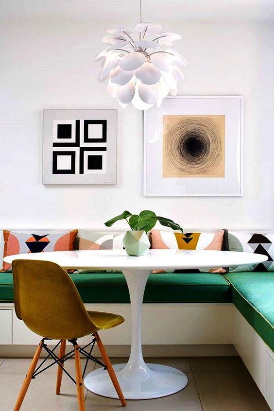 Canto alemão verde com mesa oval branca