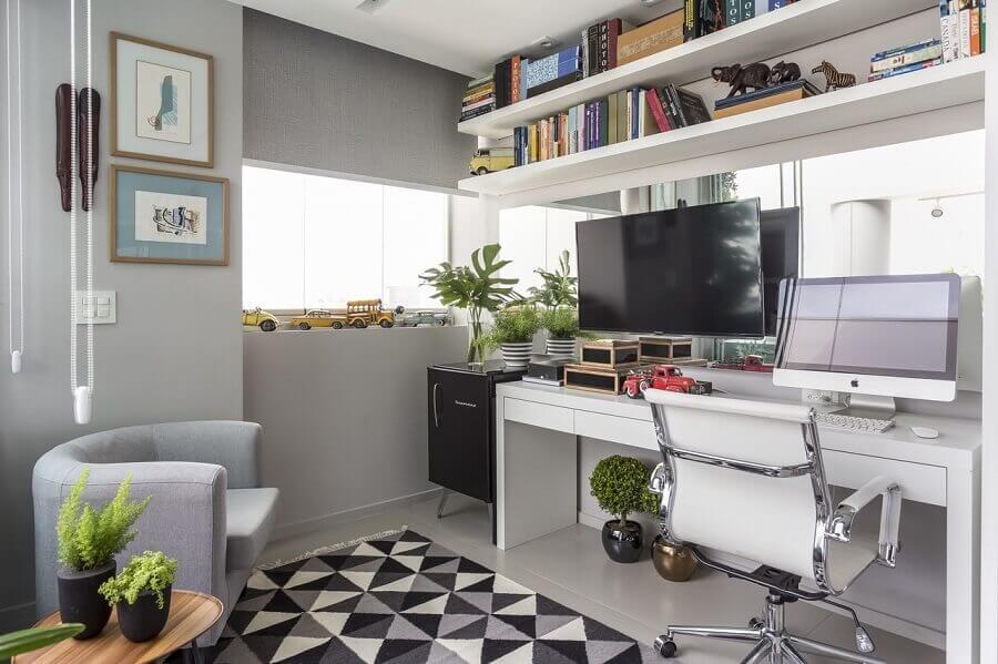 mesa para escritório home office branca com gavetas Foto Altera Arquitetura