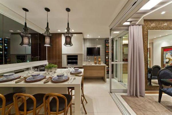 Mesa para varanda gourmet ampla e moderna