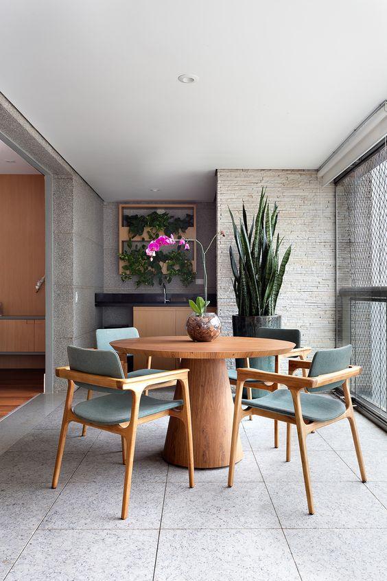 Mesa redonda para varanda gourmet de madeira