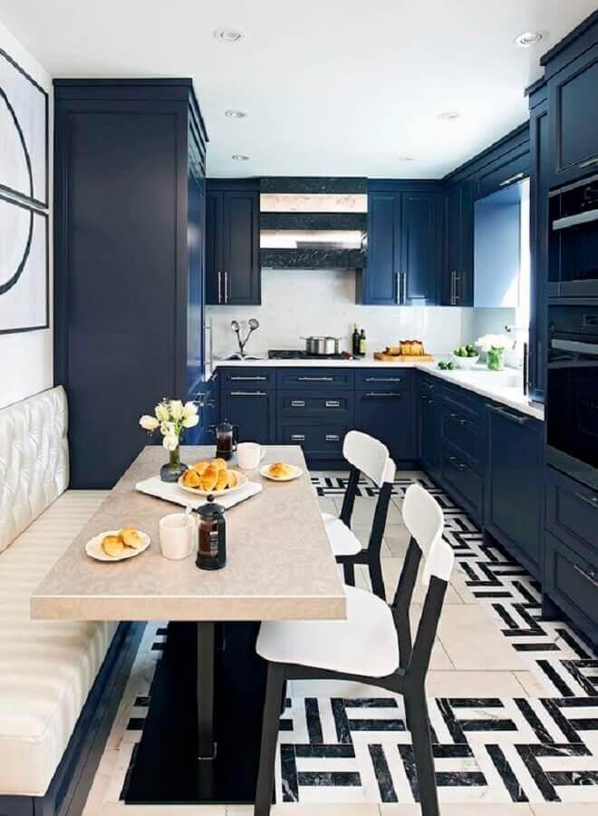 modelo clássico de armário de cozinha azul marinho planejado Foto Homedit