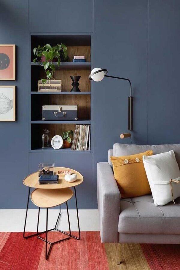 Mesa lateral alta de madeira