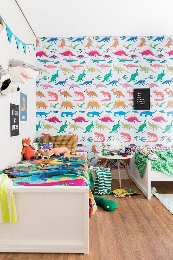 papel de parede colorido para quarto infantil com estampa de dinossauros Foto MOOUI