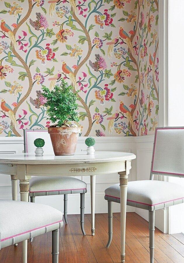 papel de parede flores coloridas para sala de jantar decorada com mesa redonda Foto Jutarnj List