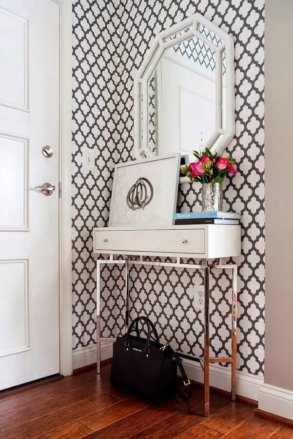 papel de parede para hall de entrada pequeno decorado com espelho e aparador branco Foto Pinterest