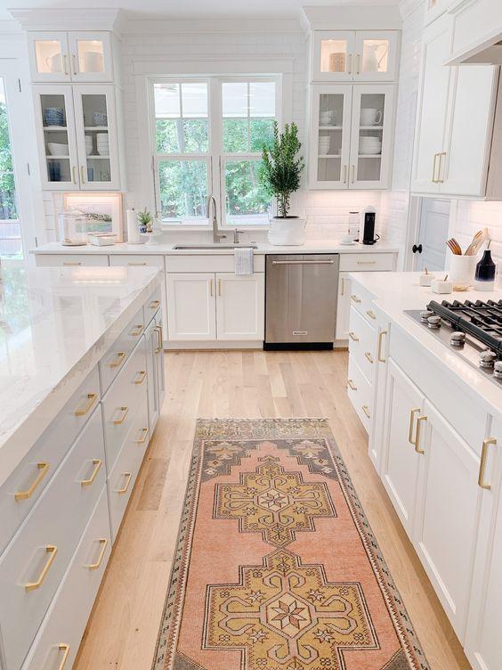 Passadeira para cozinha branca e moderna