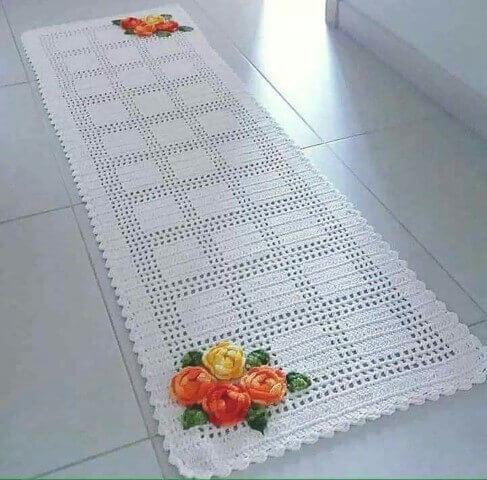Passadeira para cozinha de crochê e flores