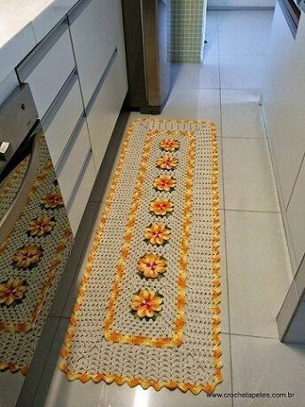 Passadeira para cozinha de crochê com flores