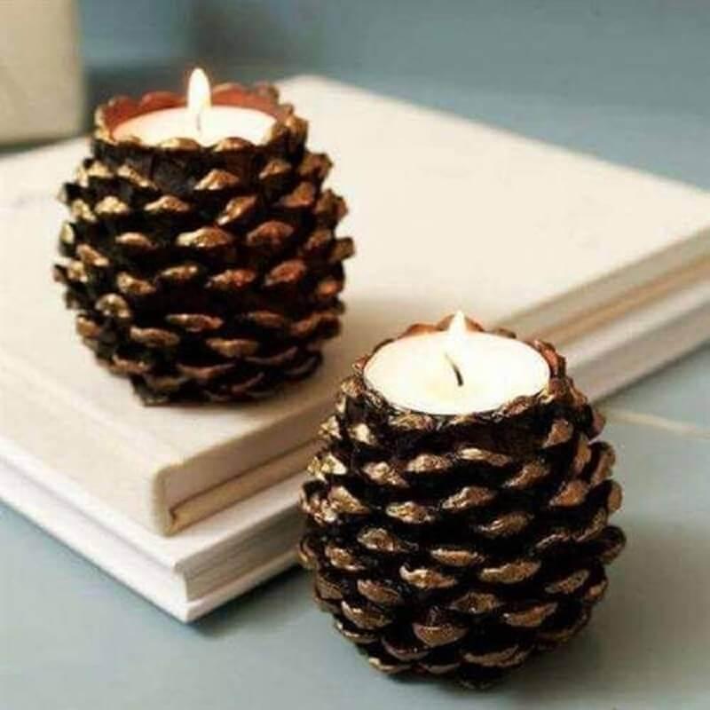 pinha de Natal decoradas com velas Foto Artesanatop