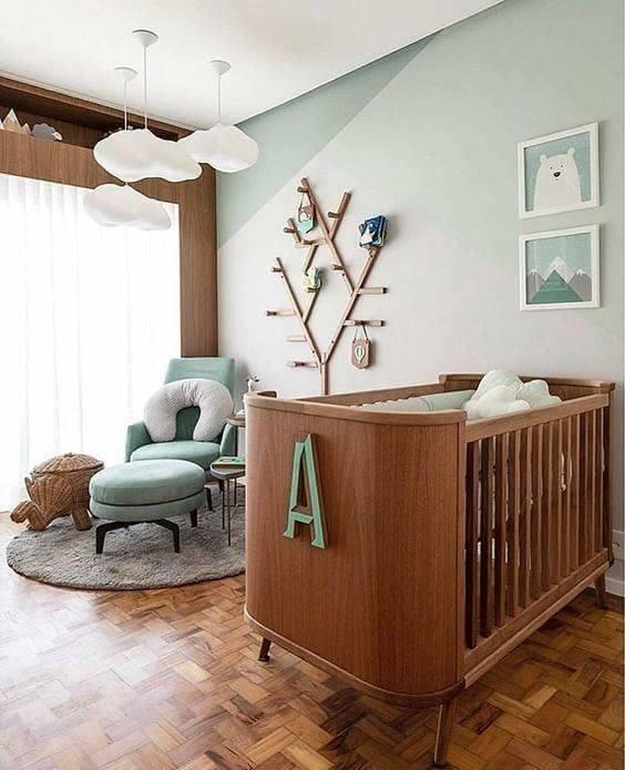 Poltrona com puff para quarto de bebê verde