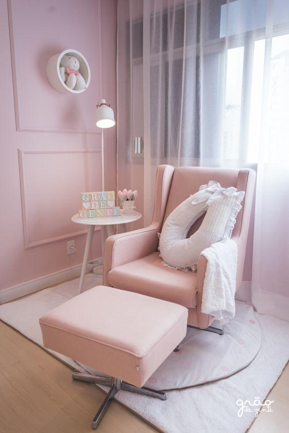 Poltrona de amamentação rosa com almofada para pescoço