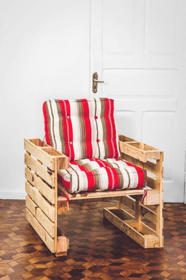 Poltrona de pallet de madeira