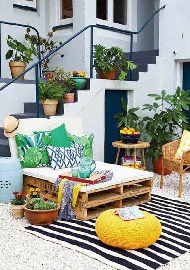 Poltrona de pallet na varanda moderna