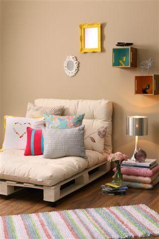 Poltrona de pallet para sala de estar confortável