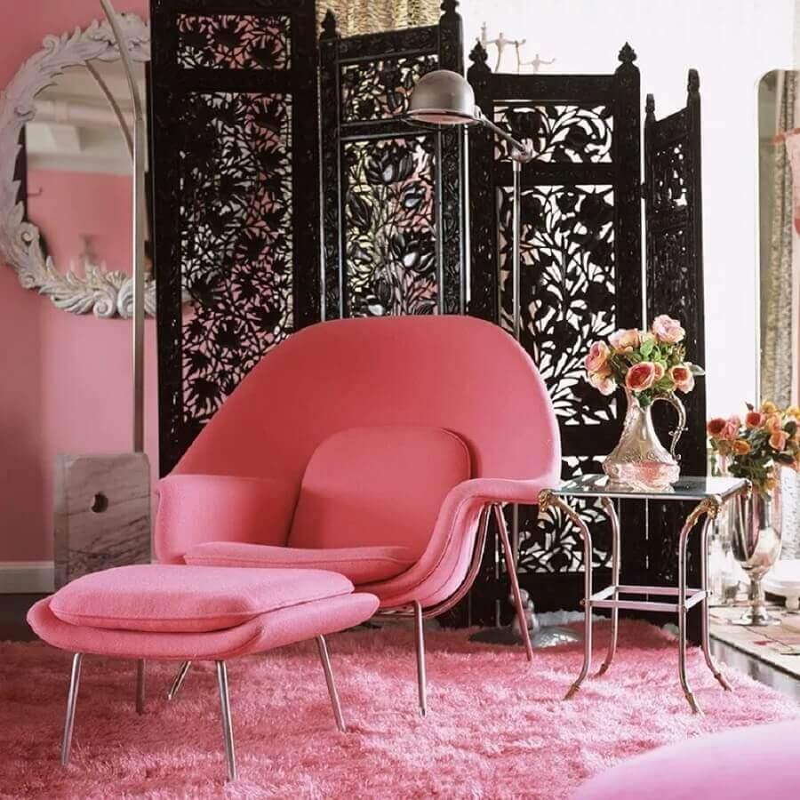 poltrona decorativa rosa com puff moderna e confortável Foto Pinterest