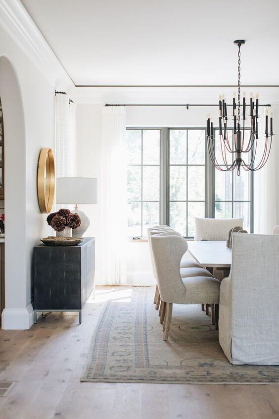 Poltrona para mesa de jantar clássica branca e sofisticada