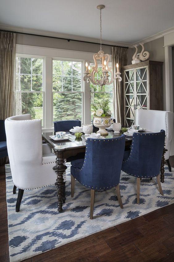 Mesa de jantar com poltrona branca