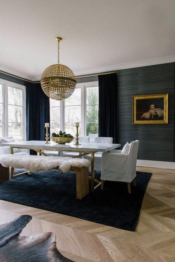 Poltrona para mesa de jantar de madeira e bege