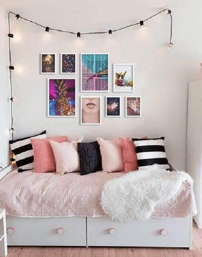 quadros femininos para quarto com decoração simples  Foto Top Quadros